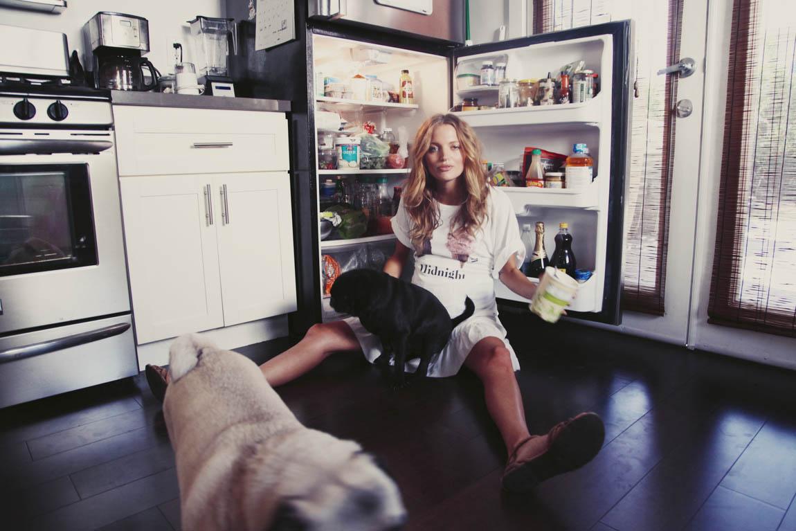 Pregnant Amanda Booth - At home - June 14, 2014