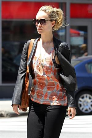 Olivia Wilde out in the west village 19 05 12