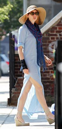 Anne Hathaway heading to a backyard party in New York City on July 4, 2012