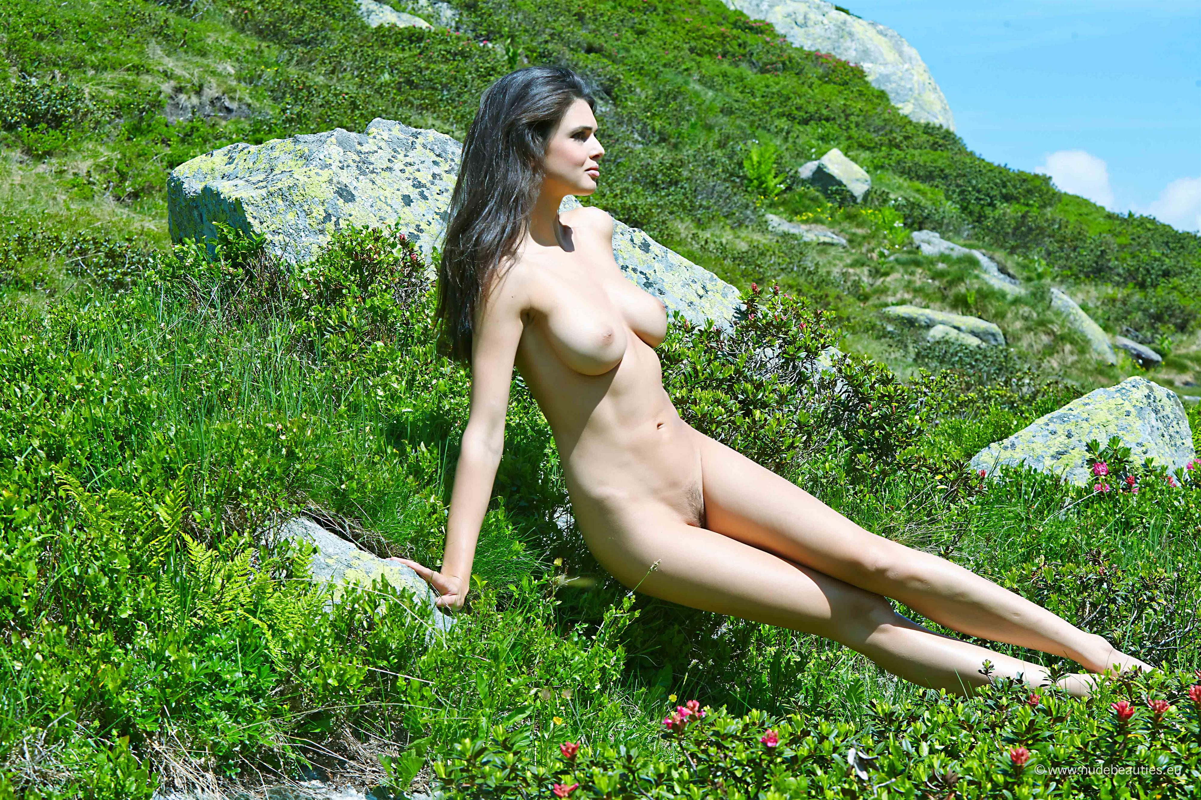 Nude hot jasmine