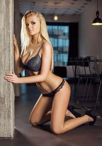 Zienna Eve in lingerie