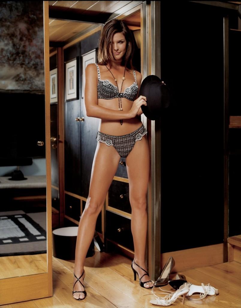 Wendy Dubbeld in lingerie