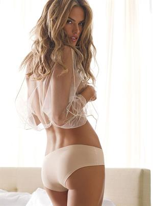 Alessandra Ambrosio in lingerie - ass