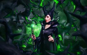 Lyz Brickley - Maleficent Cosplay