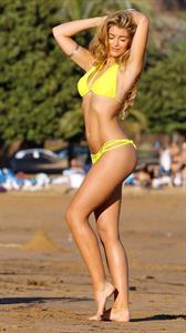 Amy Willerton - Yoga on the Beach