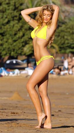 Amy Willerton - Yoga on the Beach