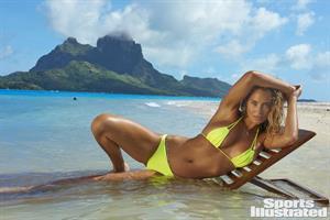 Hannah Davis - Sports Illustrated Swimsuit 2016