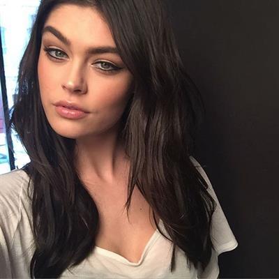 Lauren Layne taking a selfie