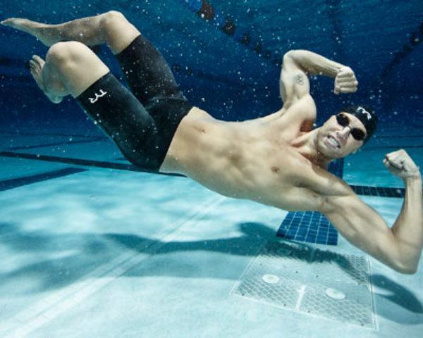American Olympic Swimmer Matt Grevers flexes under water