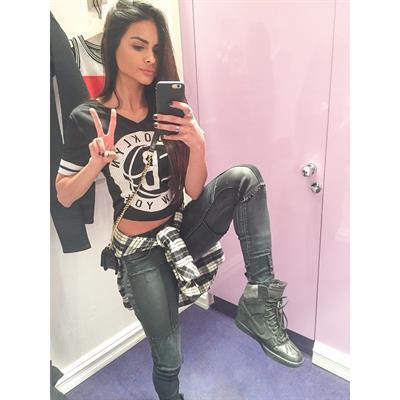 Sophia Miacova taking a selfie