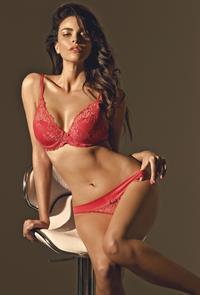 Adriènne Dupré Ferreira in lingerie