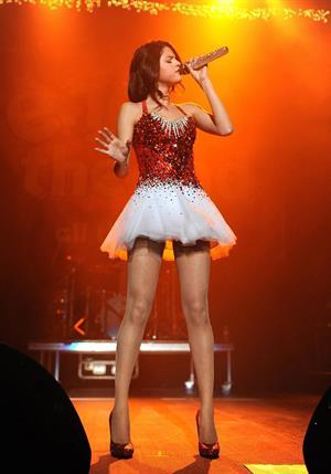 Selena Gomez Jingle Ball Sacramento 2011