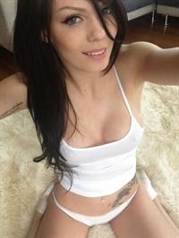 Sabrina Nellie taking a selfie