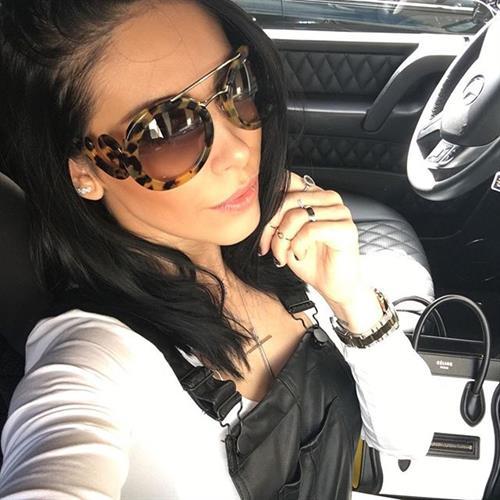 Bella Falconi taking a selfie