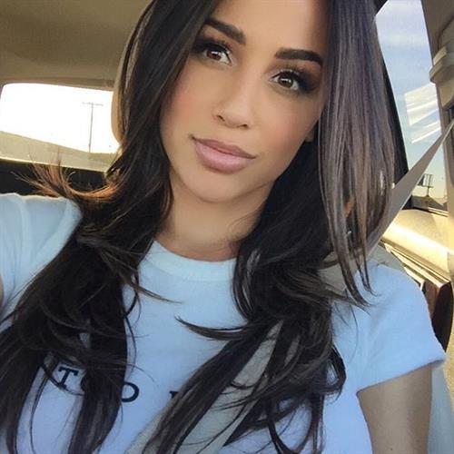 Ana Cheri taking a selfie