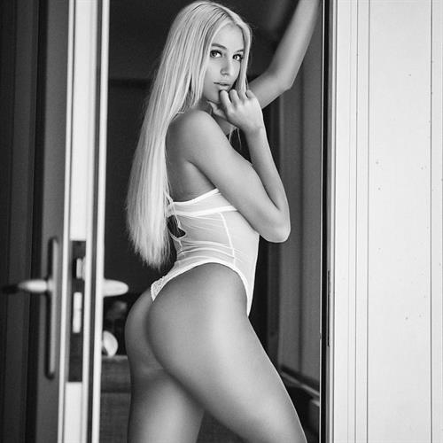 Bri Teresi in lingerie - ass