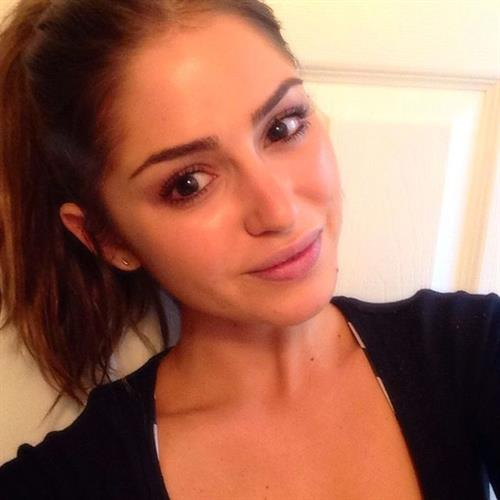 Jehane Paris taking a selfie