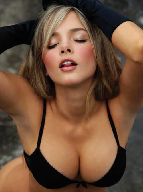 Elizabeth Loaiza in lingerie