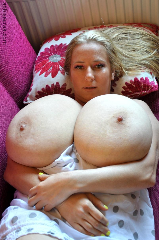 Abbi secraa nackt