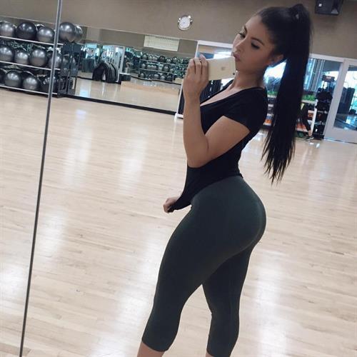 Karen Vi taking a selfie and - ass