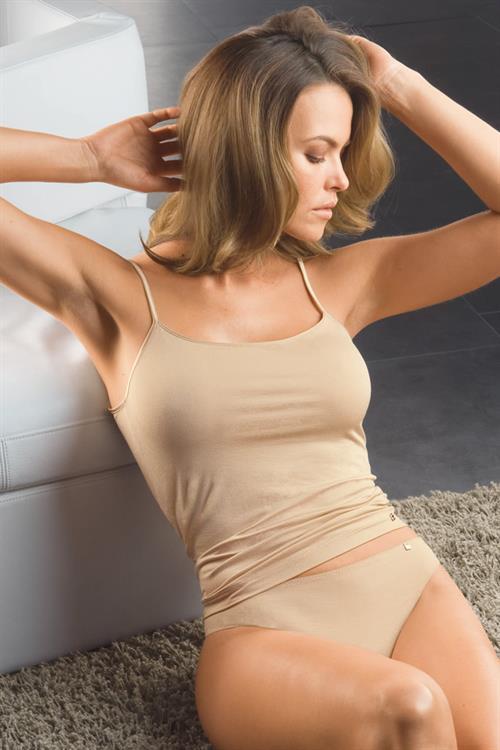 Fernanda Mello in lingerie
