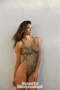 Lauren Mellor in body paint