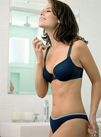 Paola Oliveira in lingerie