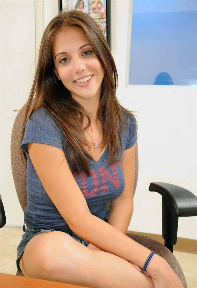 Adriana Jolie