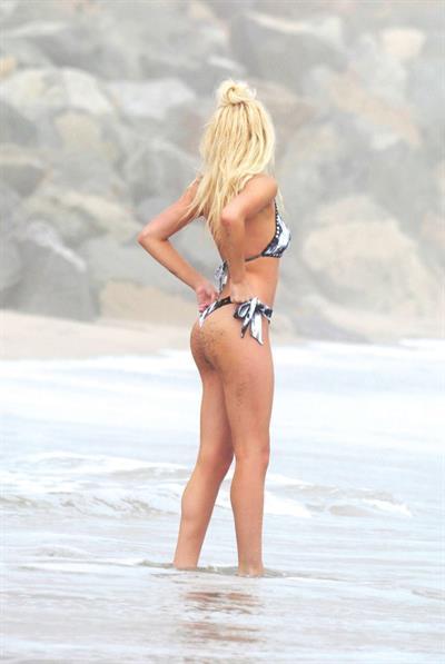 Ava Sambora in lingerie - ass