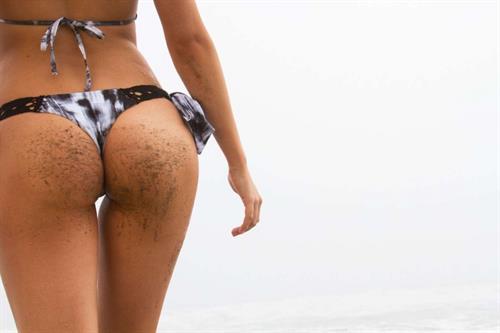 Ava Sambora in a bikini - ass