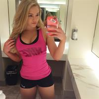 Courtney Tailor taking a selfie