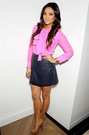 Shay Mitchell - Barnes & Noble - Paramus, New Jersey
