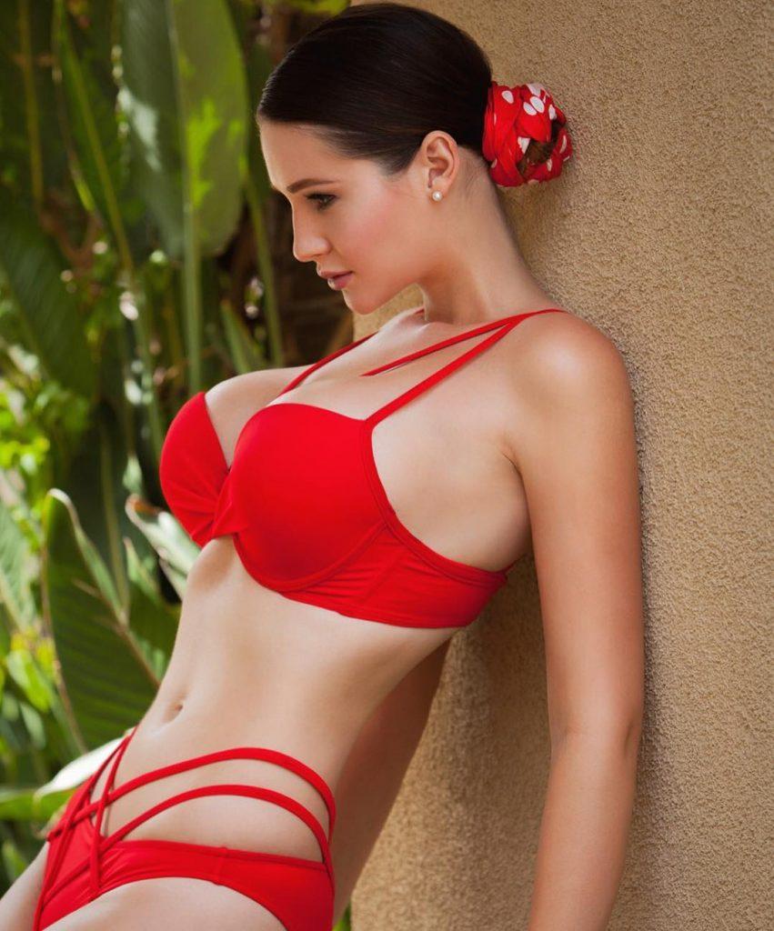 Alina Lewis in lingerie