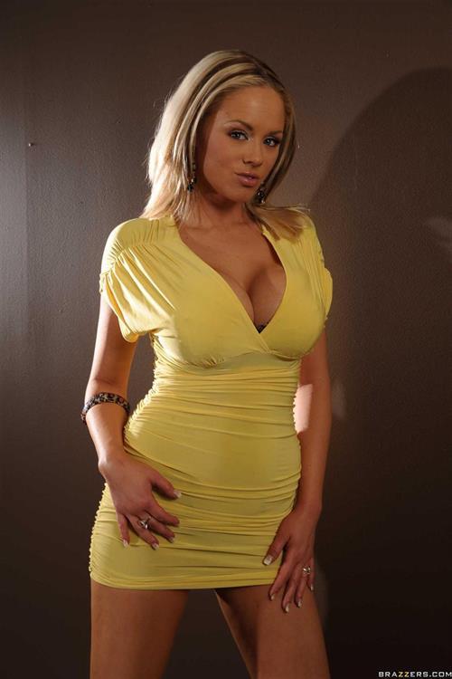 Katie Koxs Pictures. Hotness Rating = 9.12/10