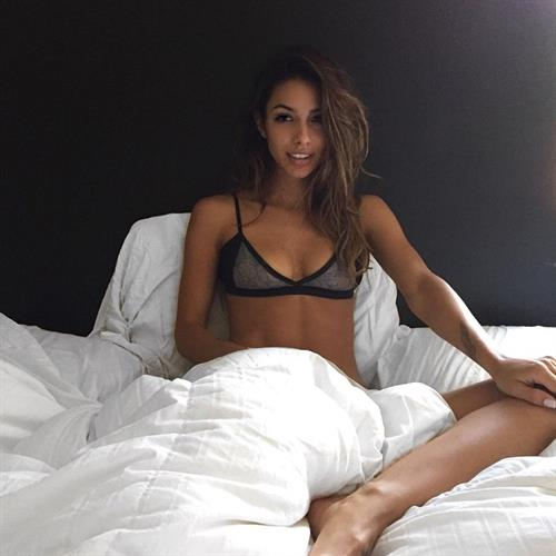 Elisa Michele Maturo in lingerie