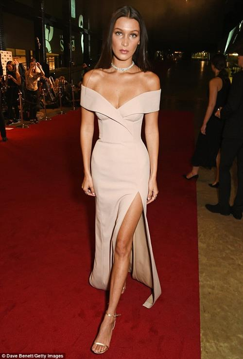 Bella showed up dressed in a slinky off-the-shoulder gown in GQ Honors.
