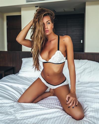 Anella Miller in lingerie