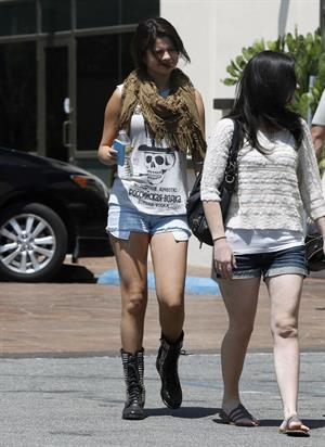 Selena Gomez leaves an office building in LA, August 20, 2012