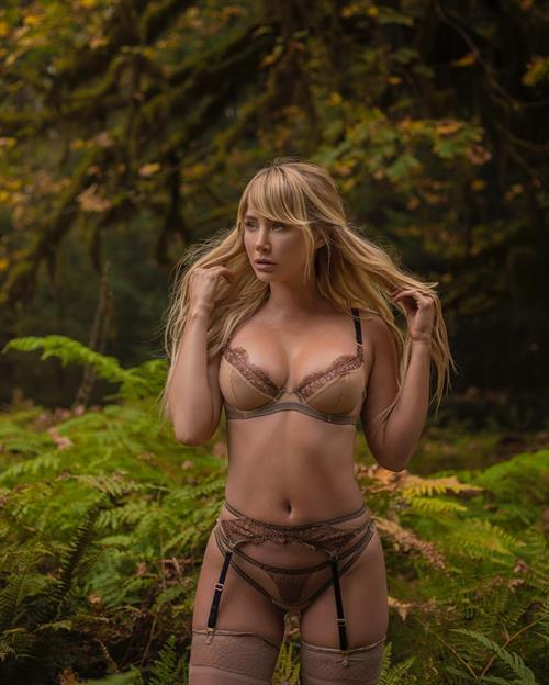 Sara Jean Underwood in lingerie