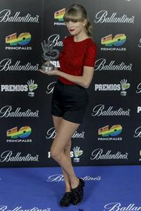 Taylor Swift Los Premios 40 Principales Awards in Madrid January 24, 2013