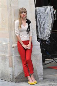 Taylor Swift films music video for 'Begin Again' in Paris 10/1/12