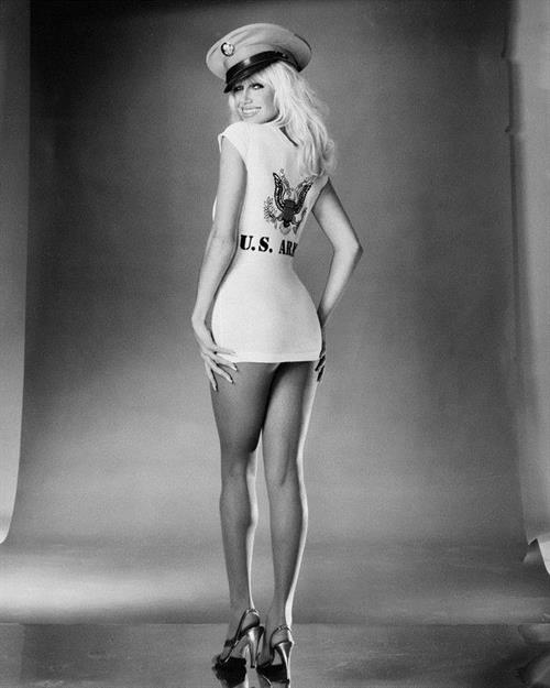 Suzanne Somers - ass