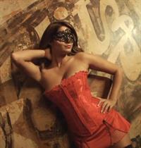 Nicci Pisarri in lingerie