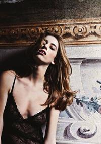 Eliza Sys in lingerie