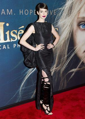 Anne Hathaway Les Miserables NY Premiere December 10-2012