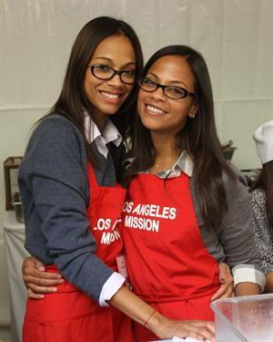 Zoe Saldana 75th Anniversary Of Los Angeles Mission Serving Thanksgiving Dinner To The Homeless