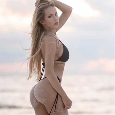 Amanda Taylor in a bikini - ass