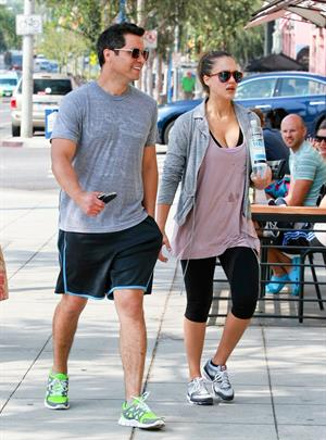 Jessica Alba going for smoothies September 14, 2011
