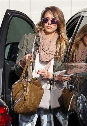 Jessica Alba - Spotted in Santa Monica (04.02.2013)