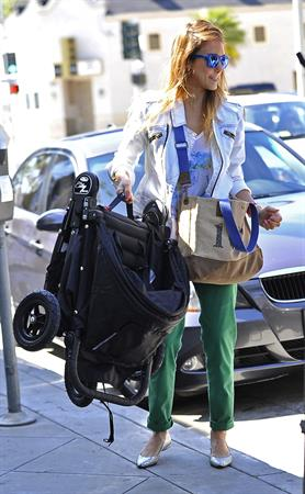 Jessica Alba - Out for a stroll in Los Angeles , March 30, 2013
